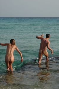 398px-Nudists_at_Formentera_beach_0240